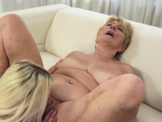 Pussylicking grandma fingers tighy pussy